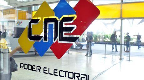 """CNE lesiona los derechos políticos al declarar los viernes """"no laborables"""""""