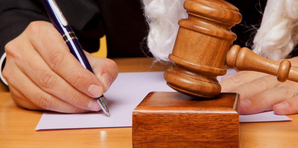 La improcedencia del recurso de casación cuando la sentencia no indica el objeto de la decisión y el error es subsanable en fase de ejecución