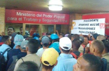Peluqueros bajo contrato de cuenta en participación no son trabajadores dependientes