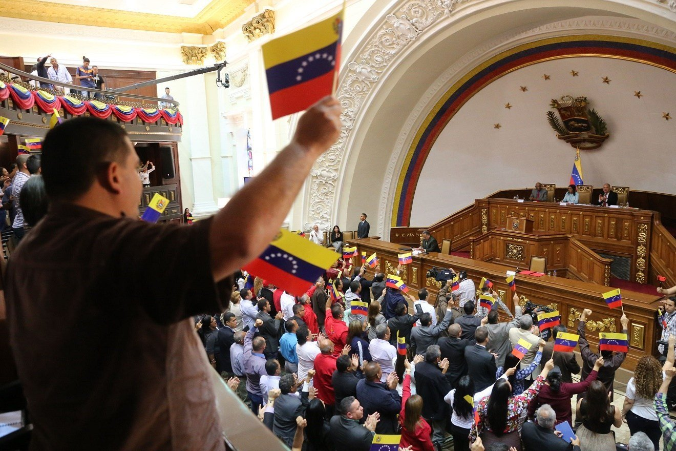 ANC vs. Democracia: supresión de Alcaldía Metropolitana de Caracas  y del Distrito del Alto Apure