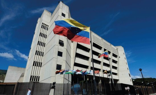 Improcedente medida cautelar solicitada por Aeropuerto Caracas, C.A. contra medida de reversión